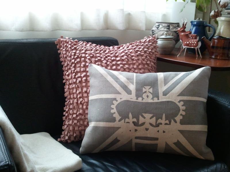 部屋をおしゃれに!マンションで海外インテリア-pillow1