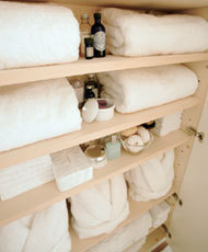 部屋をおしゃれに!マンションで海外インテリア-towel closet
