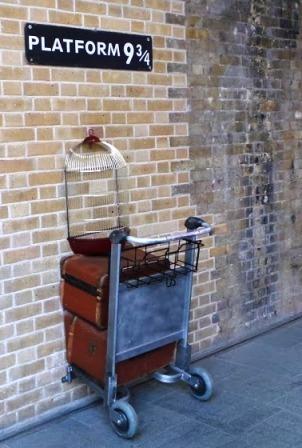 部屋をおしゃれに!マンションで海外インテリア-harry potter trolley