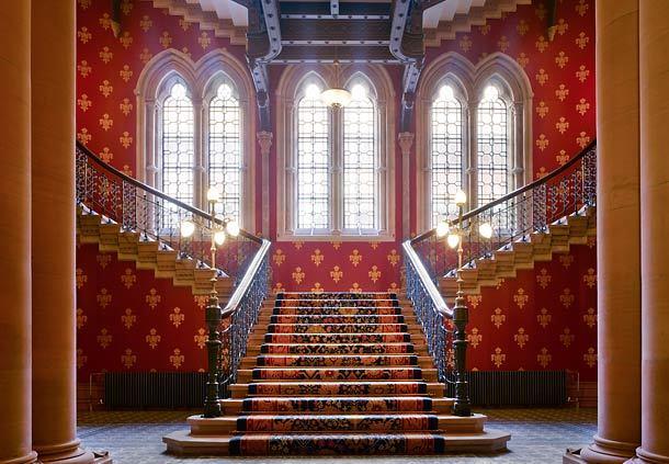 部屋をおしゃれに!マンションで海外インテリア-grand staircase1