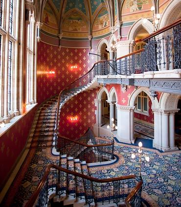 部屋をおしゃれに!マンションで海外インテリア-grand staircase2