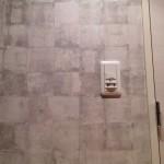 玄関にカッコイいい壁紙を貼りました!