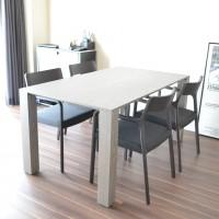 テーブルとチェアは、あえて揃えない