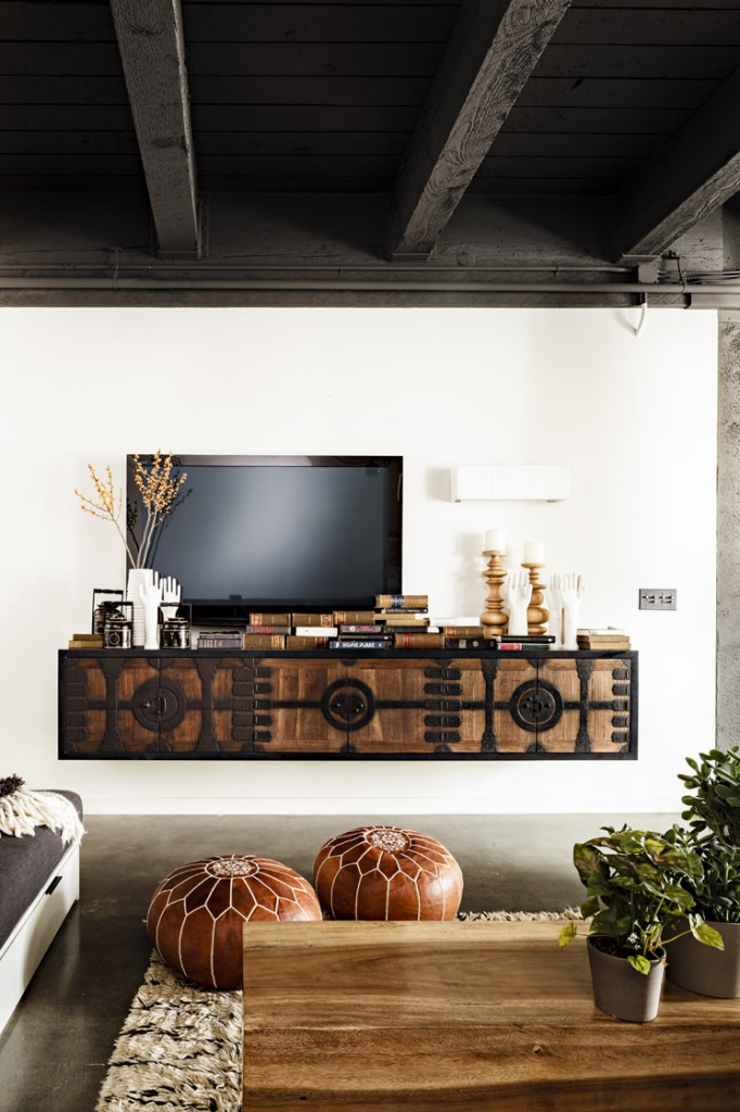 Jessica-Helgerson-Interior-Design-Portland-Loft-TV-©-Lincoln-Barbour-1-Est-Magazine